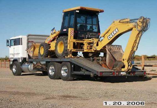 Transport buldoexcavator