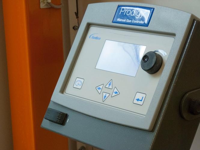 Control automat pentru vopsirea in camp electrostatic