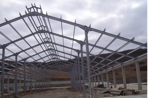Hala completa pe structura metalica