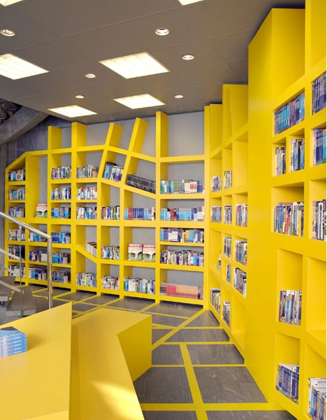 Biblioteca are un design provenit din Stockholm,